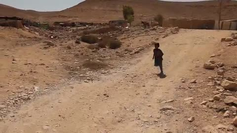 Cultures form around the world - Children in the scattered Bedouin in Israel's south - Episode 3