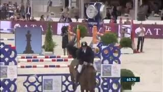Jumping 1.50 m Without A Bridle – It's All About Trust! - Video