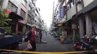 Angry Pedestrian Stops Traffic - Video