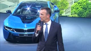 BMW boss faints at news conference - Video