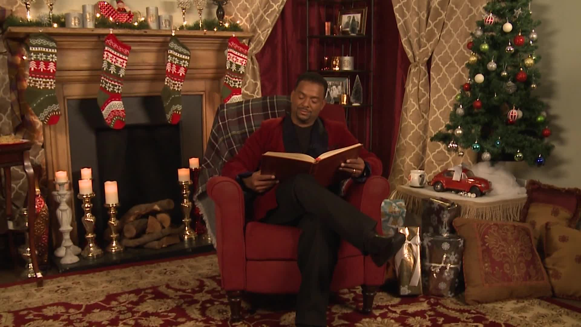 Alfonso Ribeiro reads Twas the Night Before Christmas
