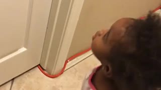Toddler really wants her dad to open the door! - Video
