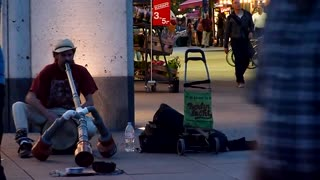 Street artist playing some nice music ! - Video