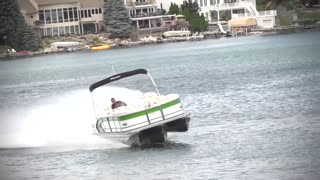2015 Manitou Pontoon Boat Performance - Video