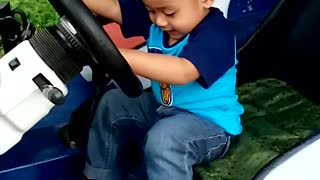youngest driver ever (20months) - Video