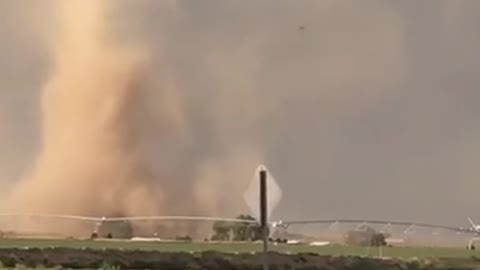 Beautifully formed tornado caught on camera in Eaton, CO