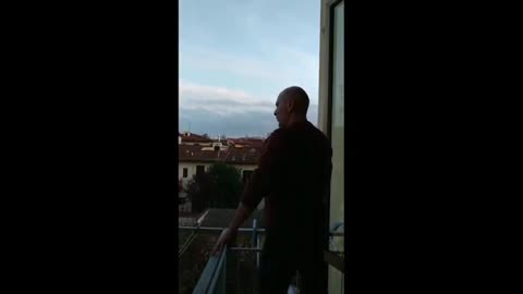 Man sings opera from his balcony for his neighbors
