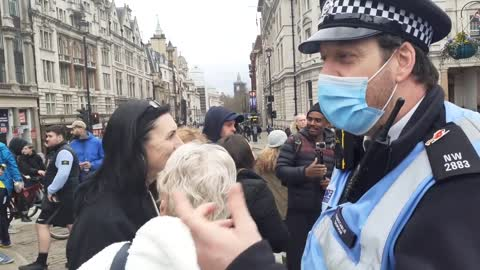 PEOPLE GET ANGREY WITH WITH POLICE WORLD WIDE FREEDOM RALLY TRAFALGER SQUARE LONDON