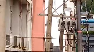 Utility Worker Electrocuted - Video