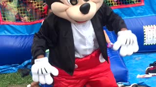 Twerking Mickey Mouse - Video