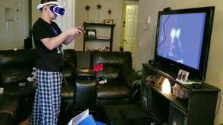Black kentucky shirt guy scared by vr video game - Video