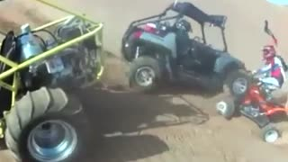 Crazy Stunting Cars Accident In The Desert - Video
