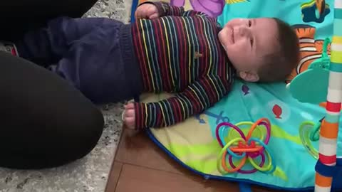 Adorable 4-month-old baby's laughter is extremely contagious