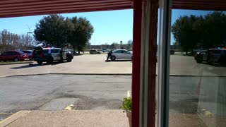 Irving police shoot robber/hostage taker - Video