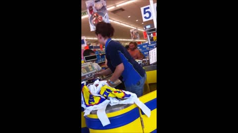 Cashier In LIDL Proves To Be The Fastest Cashier In Market History