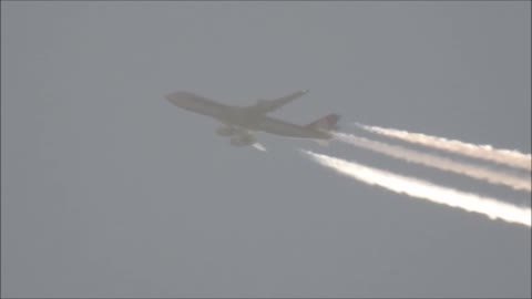 Zooming up to an Airliner