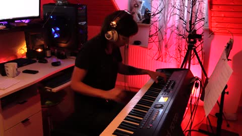 Talented pianist magnificently covers 'Black Hole Sun'