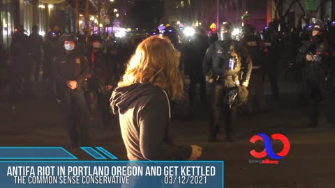 "Citizens Of Portland Show Up To Support The Police Kettling ""Anti"" During ""Fa"" Riot"