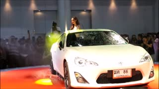 Beautiful girl nice figure cool car wash - Video