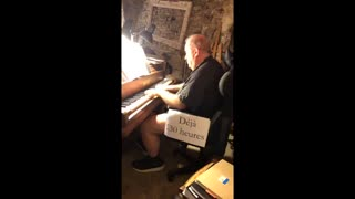World Record Smashed: Man Plays Piano For 31 Hours