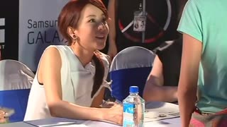 2NE1 greets fans in Myanmar - Video
