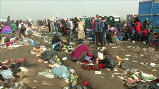 Migrants rush to cross Hungary ahead of new laws - Video