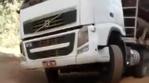Bold driver drives in single wheel