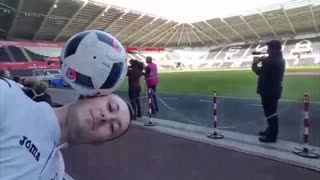 VIDEO: Mourinho knocks football off freestyler's head - Video