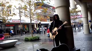 Australian street performer crushes John Mayer cover - Video