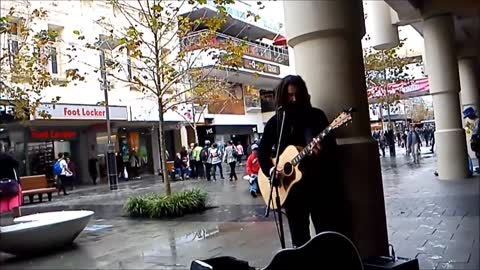 Australian street performer crushes John Mayer cover