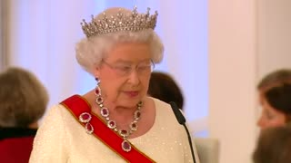 Queen Elizabeth II calls for European unity in Berlin - Video