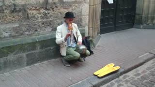 Awesome street artist ! - Video