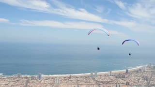 Incredible paragliding footage in Iquique, Chile - Video