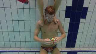 Swimmer solves 3 Rubik's cubes underwater in one breath - Video