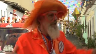 No distance too far for one Dutch World Cup fan - Video