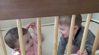 Giggling Twins - Video