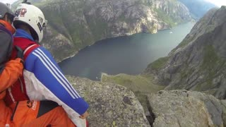 Incredible rodeo wingsuit BASE jump - Video
