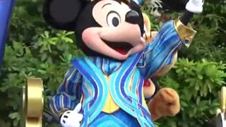 King Minnie Mouse Ship Amuse Boys in streets