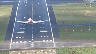 Plane Fails to Land Due to Windshear - Video