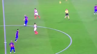 Leo Messi embarrasing Sevilla's defenders