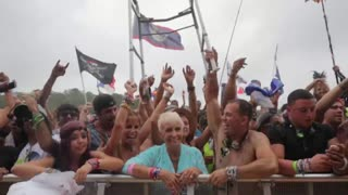 Granny at TomorrowWorld having a blast - Video