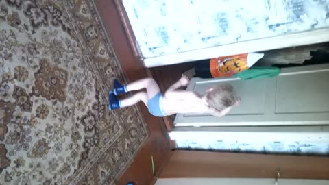 It was pleasant to the child music and he under it dances!