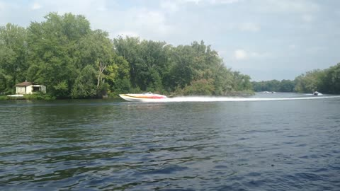 Loud & Fast Power Boats Racing Up River