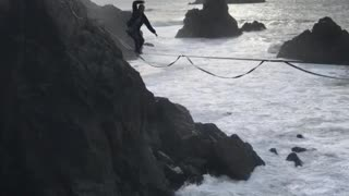 Fearless and talented daredevil slacklines over San Francisco Bay