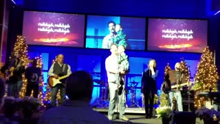 Police Officer Sings Hallelujah At Church With Son, Amazing Video  - Video