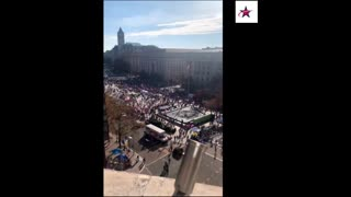 March for Trump - President Trump Does a Drive By!