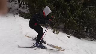 Grey hood ski sharp left fail - Video