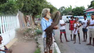 Proud Rastaman Shows Off His 40-Year-Old Spaghetti-Like Dreadlocks - Video