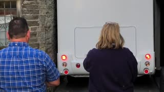 Motorhome Stuck in Narrow Laneway - Video