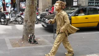 Living Statue Street Performer - Video